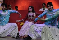 zarine-khan-bollywood-actress performing at stadium