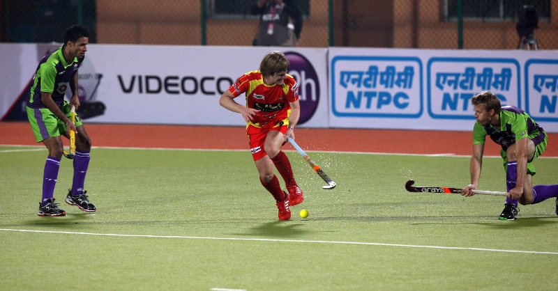ashley-jackson-in-center-in-action-match-no-22-hhil2013-at-ranchi