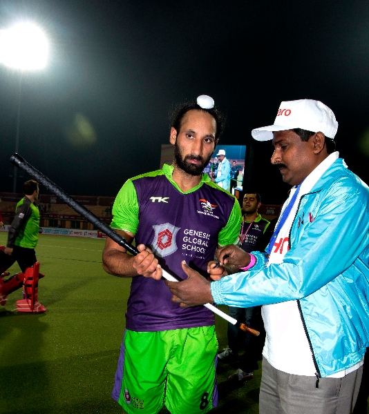 its-captain-autograph-time-sardar-singh