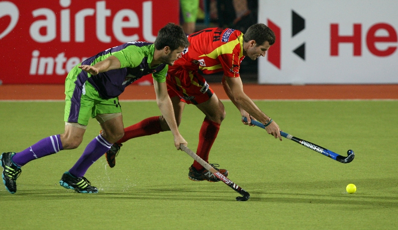 rr-player-and-dwr-player-in-action-during-22-match-no-of-hhil2013-at-ranchi-2
