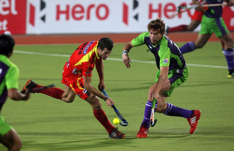 rr-player-and-dwr-player-in-action-during-22-match-no-of-hhil2013-at-ranchi-3