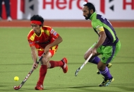 ranchi-rhinos-players-and-dwr-player-in-action-during-22nd-match-of-hhil2013-at-astroturf-hockey-stadium-at-ranchi-on-date-1-feb-2013-1