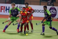 ranchi-rhinos-players-in-red-jersey-and-delhi-wave-rider-players-in-green-in-action-during-22nd-match-of-hhil2013-at-astroturf-hockey-stadium-ranchi-1