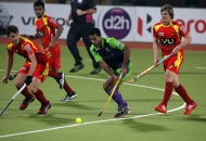 ranchi-rhinos-players-in-red-jersey-and-delhi-wave-rider-players-in-green-in-action-during-22nd-match-of-hhil2013-at-astroturf-hockey-stadium-ranchi-2