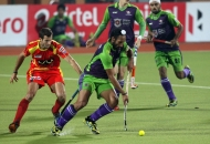 sardar-singh-captain-of-dwr-team-in-action-during-22nd-match-of-hhil2013-at-ranchi