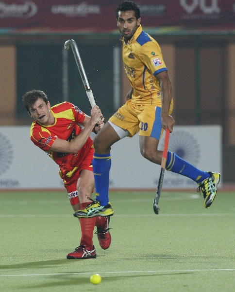dharamvir-singh-in-air-during-24-match-of-hhil2013-at-ranchi