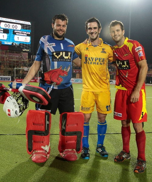 goal-keeper-of-rrteam-with-austin-smith-after-draw-the-match-no-24-of-hhil2013-at-ranchi