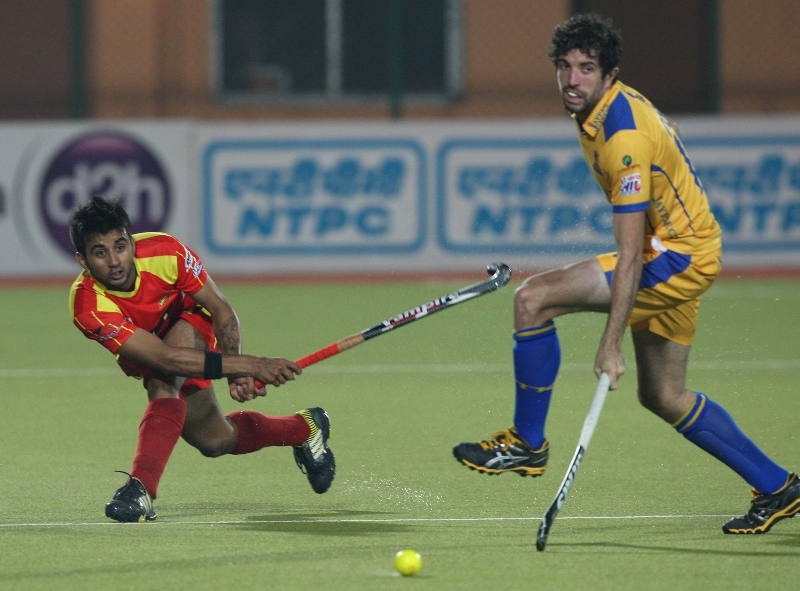 manpreet-singh-in-action-match-no-24-hhil2013-at-ranchi