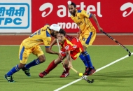gurmail-singh-first-of-the-row-in-action-during-24-match-of-hhil2013-at-ranchi