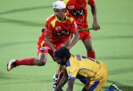 mandeep-singh-in-center-of-rr-team-in-action-during-24th-match-of-hhil2013-at-ranchi-1