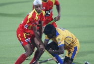 mandeep-singh-in-center-of-rr-team-in-action-during-24th-match-of-hhil2013-at-ranchi-2
