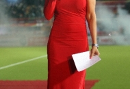 mandira-bedi-at-the-ranchi-hockey-stadium-during-pre-match-for-hhil2013-performance-by-artist