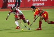 mumbai-magician-player-and-ranchi-rhinos-player-in-action-during-hhil2013-at-ranchi-hockey-stadium-on-date-18-jan-2013-1
