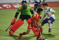 ranchi-rhinos-players-and-uttar-pradesh-wizard-team-players-in-action-during-12th-match-of-hhil-2013-at-astroturf-stadium-ranchi-on-date-24-jan-2013-1