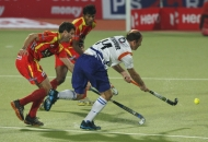 ranchi-rhinos-players-and-uttar-pradesh-wizard-team-players-in-action-during-12th-match-of-hhil-2013-at-astroturf-stadium-ranchi-on-date-24-jan-2013-6