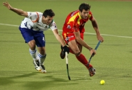 ranchi-rhinos-players-and-uttar-pradesh-wizard-team-players-in-action-during-12th-match-of-hhil-2013-at-astroturf-stadium-ranchi-on-date-24-jan-2013-7