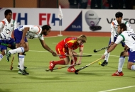 ranchi-rhinos-players-and-uttar-pradesh-wizard-team-players-in-action-during-12th-match-of-hhil-2013-at-astroturf-stadium-ranchi-on-date-24-jan-2013-8