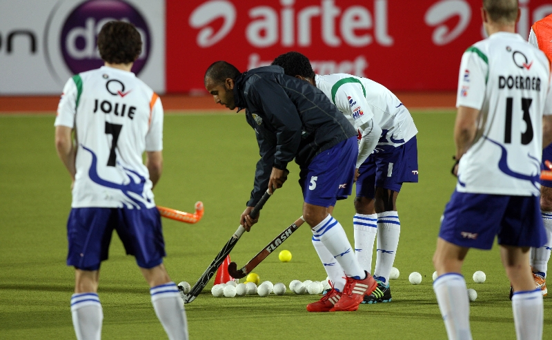 uttar-pradesh-wizard-players-in-warm-up-session-during-12-th-match-of-hhil-2013-at-astroturf-hockey-stadium-on-date-24-jan-2013