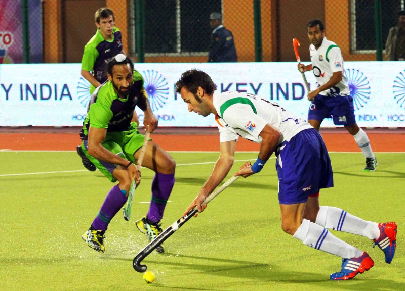 dwr-sardar-singh-c-upw-player-in-action