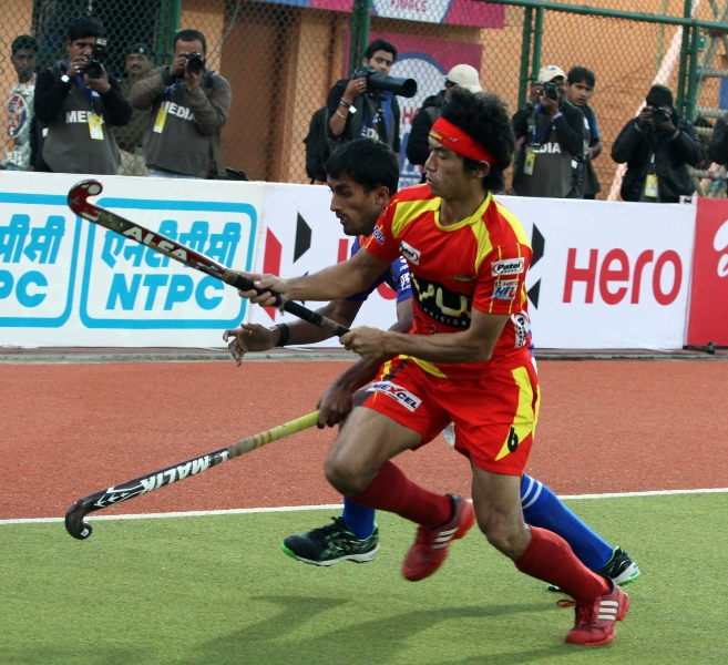 kothajit-singh-of-ranchi-rhinos-in-action-during-the-1st-semi-final-match-against-upw-at-ranchi-on-9th-feb-2013