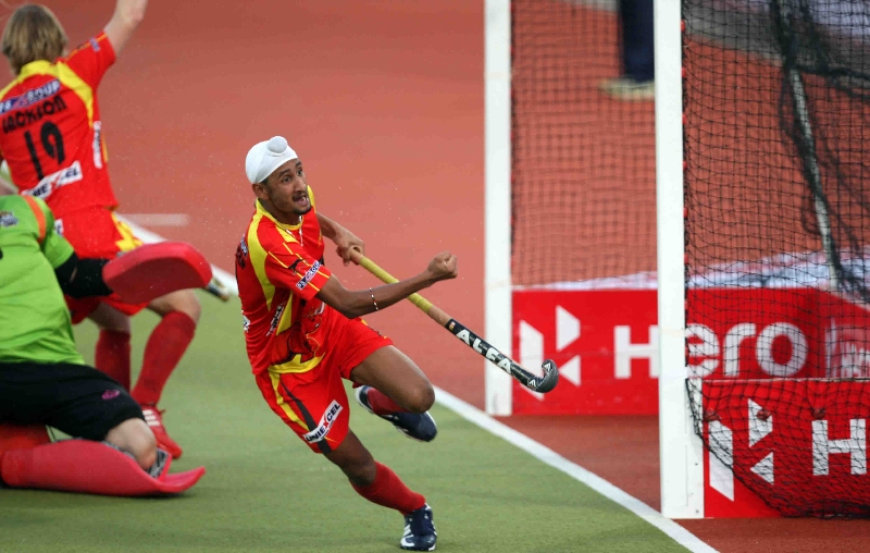mandeep-singh-celebrate-his-first-goal-against-upw-during-1st-semi-finals-at-ranchi-on-9th-feb-2013-1