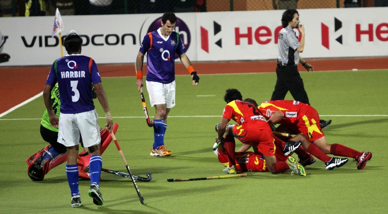 mandeep-singh-of-rr-scored-fourth-goal-for-rr-against-upw-during-the-1st-semi-finals-at-ranchi-on-9th-feb-2013-2_0