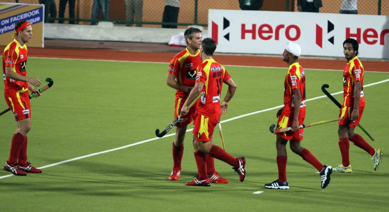ranchi-rhinos-celebrate-his-second-goal-against-upw