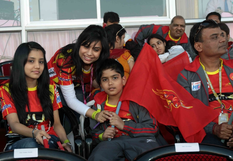 ranchi-rhinos-official-enjoying-the-match-at-ranchi-on-9th-feb-2013