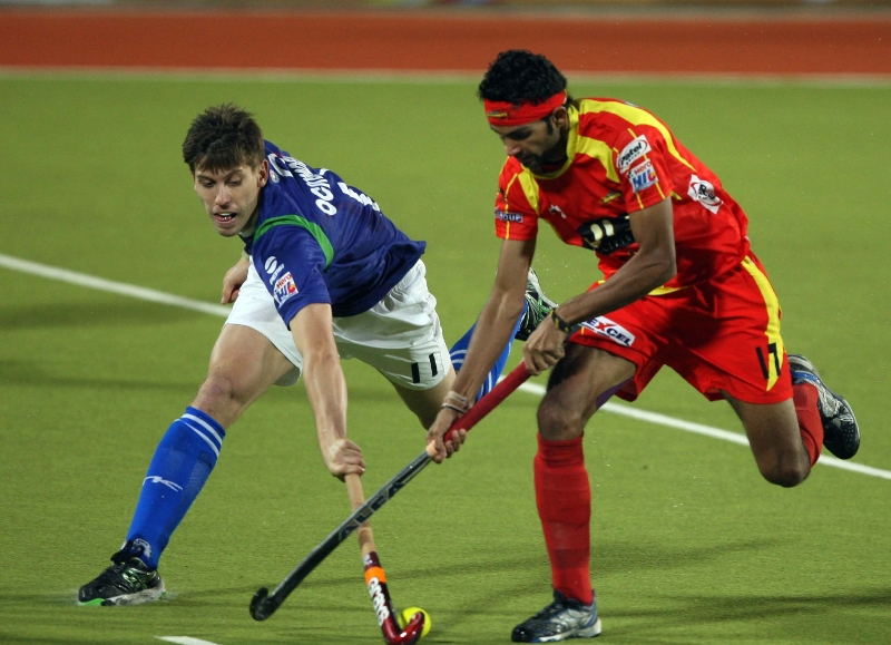 upw-edward-and-rr-vikas-choudhery-in-action-during-the-1st-semi-final-at-ranchi