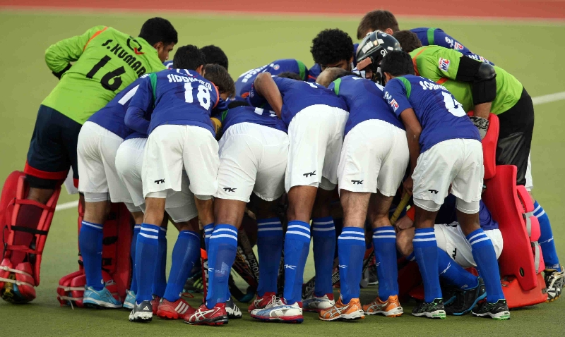 upw-team-huddles-before-start-the-match-at-ranchi-on-9th-feb-2013