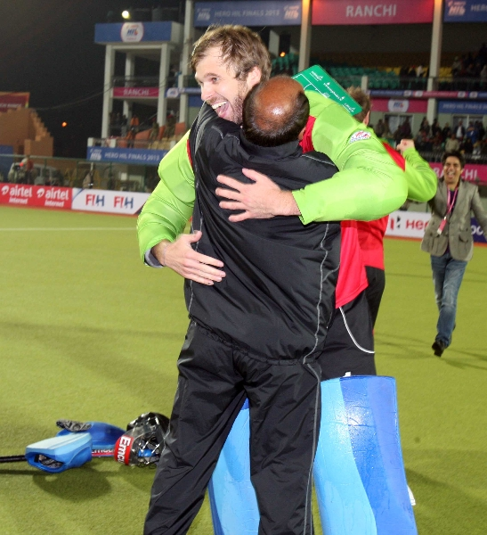 delhi-waveriders-team-after-winning-the-2nd-semi-finals-at-ranchi-against-jpw-on-9th-feb-2013-1