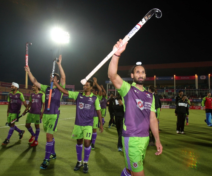 delhi-waveriders-team-after-winning-the-2nd-semi-finals-at-ranchi-against-jpw-on-9th-feb-2013-2