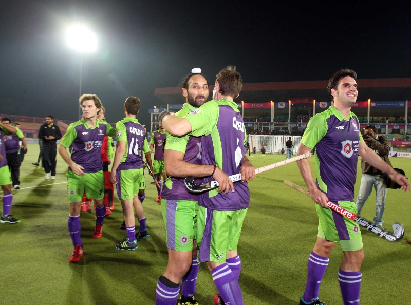 delhi-waveriders-team-after-winning-the-2nd-semi-finals-at-ranchi-against-jpw-on-9th-feb-2013-3