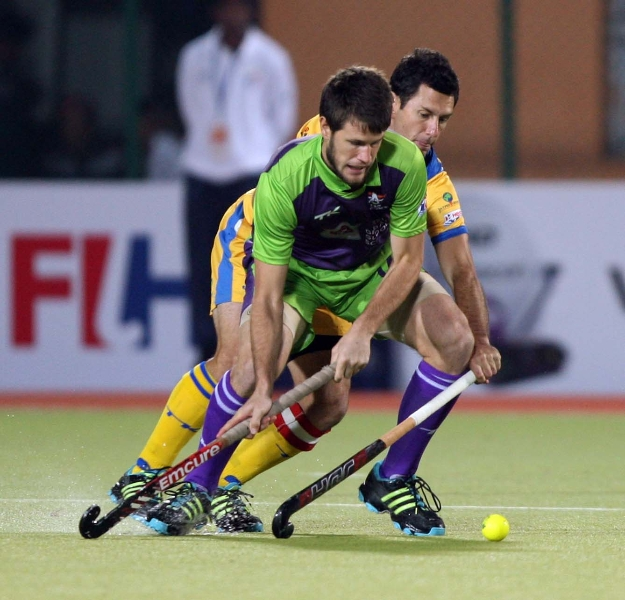dwr-and-jpw-in-action-during-the-2nd-semi-finals-at-ranchi-on-9th-feb-2013-2