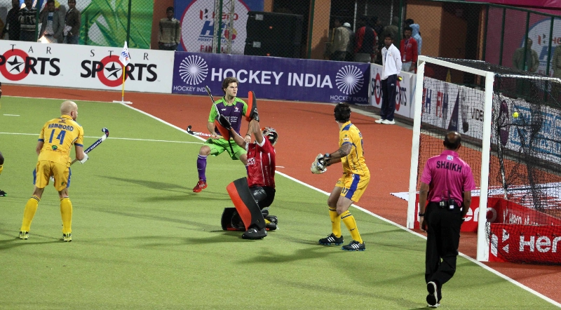 rupinder-pal-hit-the-second-goal-for-dwr-against-jpw-at-ranchi-during-2nd-semi-finals-on-9th-feb-2013