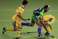 sardar-singh-in-action-againt-jpw