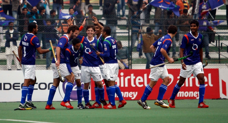 david-alegre-of-up-wizards-scored-a-second-goal-for-up-wizards-against-mumbai-magicians-at-lucknow-on-2nd-feb-2013-1