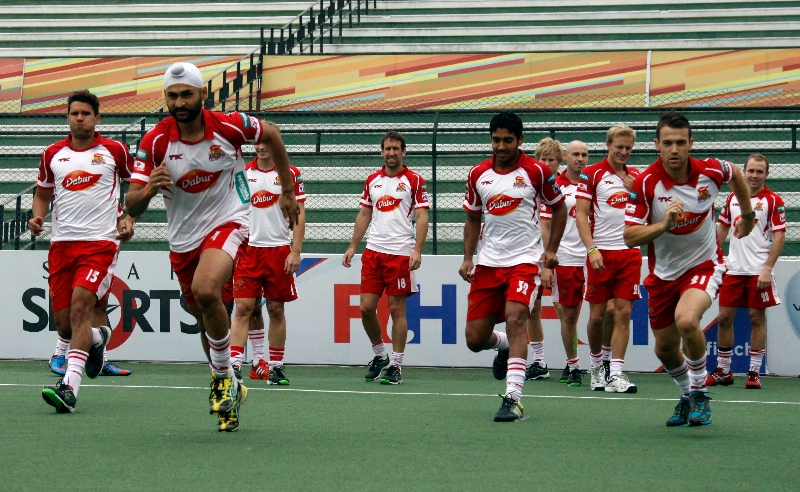 mumbai-magicians-team-during-warp-up-session-at-lucknow-against-up-wizards-match-on-2nd-jan-2013-3