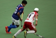 mumbai-magicians-sandeep-singh-in-action-along-with-upw-player-in-white