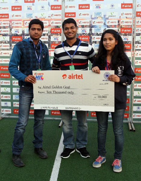 golden-goal-of-the-match-awards-receove-the-participants-during-presentation-ceremony-at-lucknow