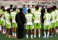 delhi-waveriders-team-huddles-before-match-at-lucknow-against-up-wizards-match-on-3rd-feb-2013