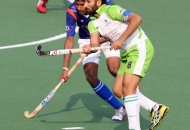 dwr-skipper-sardar-singh-in-action-during-the-match-along-with-upw-player