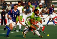 sardar-singh-in-action-along-with-his-team-mates