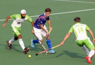 up-wizards-and-delhi-waveriders-player-in-action-during-the-match-at-lucknow-on-3rd-feb-2013-1_0