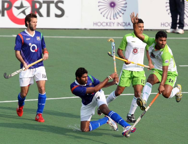 up-wizards-and-delhi-waveriders-player-in-action-during-the-match-at-lucknow-on-3rd-feb-2013-3