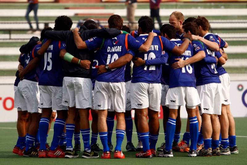 up-wizards-team-huddles-before-the-match-at-lucknow-against-delhi-waveriders-match-on-3rd-feb-2013