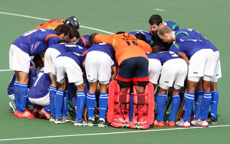 upw-huddles-before-the-match