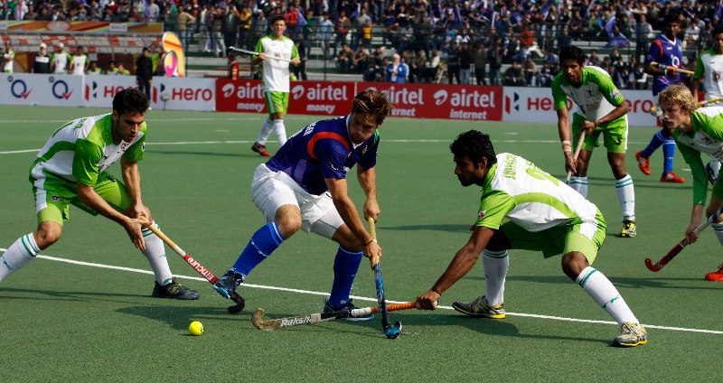 delhi-waveriders-and-up-wizards-in-action-during-their-match-at-lucknow-on-19th-jan-2013-1