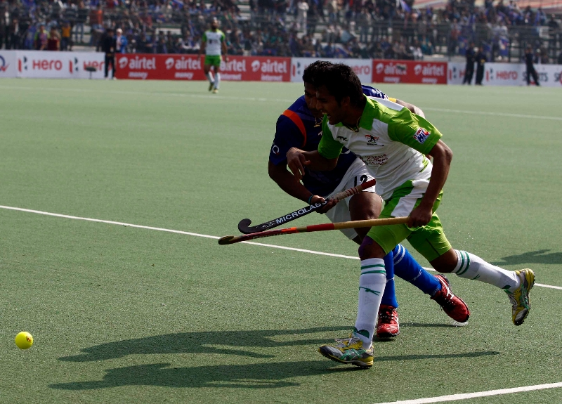 delhi-waveriders-and-up-wizards-in-action-during-their-match-at-lucknow-on-19th-jan-2013-2