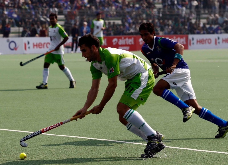 delhi-waveriders-and-up-wizards-in-action-during-their-match-at-lucknow-on-19th-jan-2013-3
